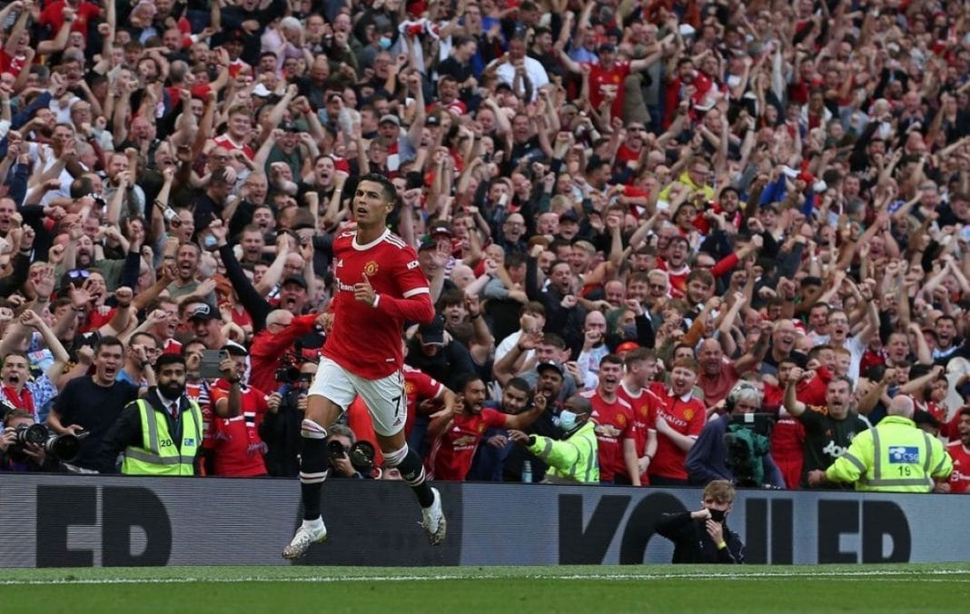 Ronaldo player of the month manchester united